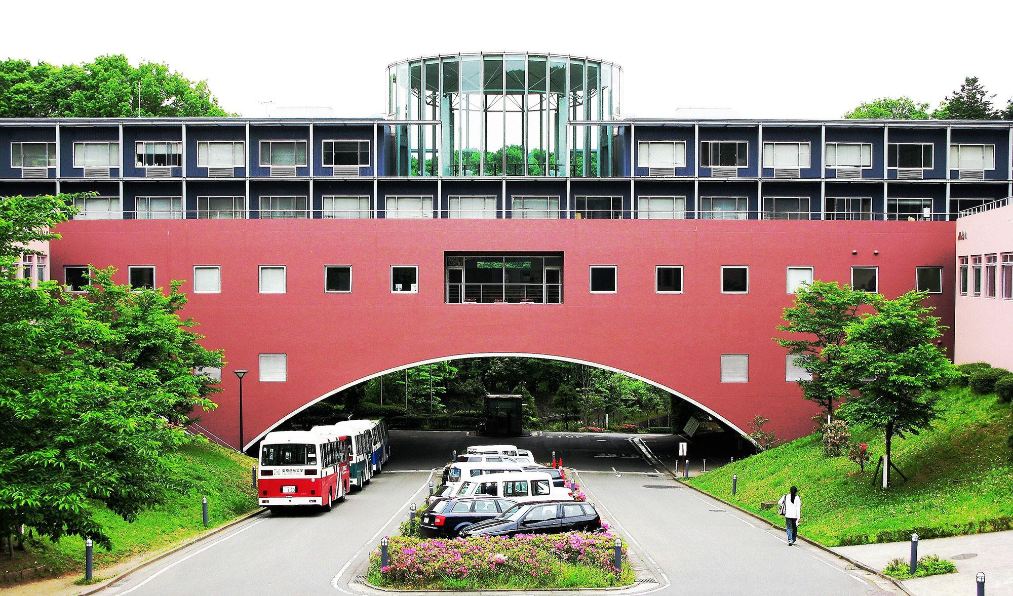 Η παγκόσμια αρχιτεκτονική του Arata Isozaki