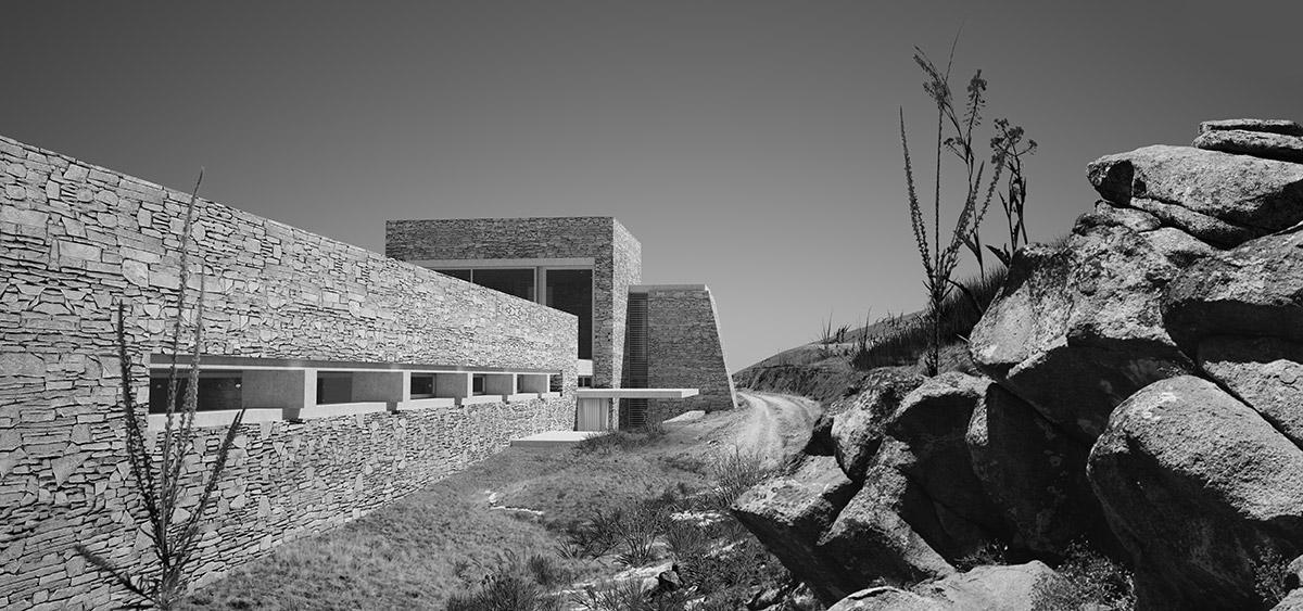 Πύργος| Αίθριο| Πλάκα στο τοπίο: Δύο εξοχικές κατοικίες στην Άνδρο